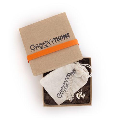 Twin Feet Pendant Packaging